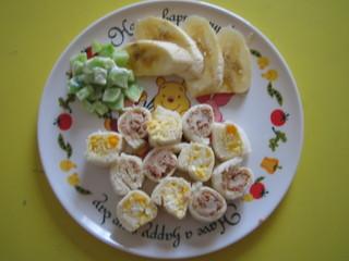 ロールサンドウィッチ&サラダ&バナナ